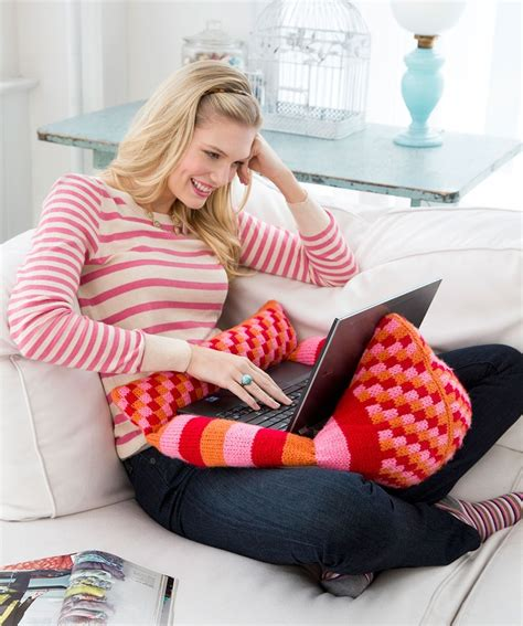 laptop pillow for bed laptop pillow pal knitting pattern knit redheartyarns