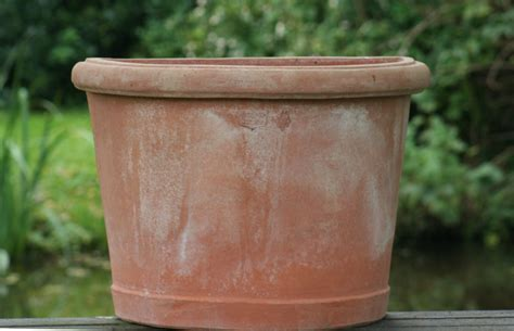 terras 70 cm breed terracotta poggi ugo vaso fioriera a semiluna de tuinwinkel