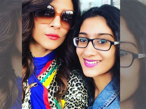 sushmita sen renee sen sushmita sen and daughter renee finally click a perfect
