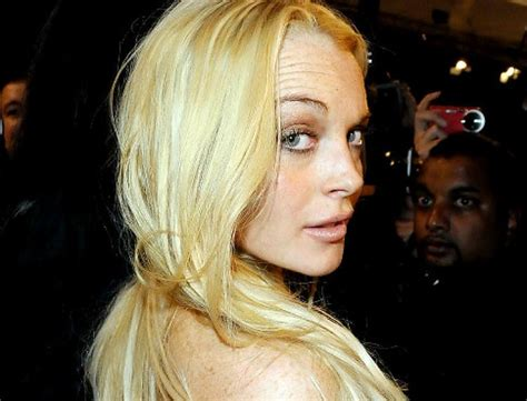 Lindsay Lohan Traded In A Bad Habit For A Boyfriend 2 by Lilo Shopping Around For Yet Another Bad Habit Ny Daily News