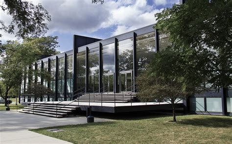Illinois Institute Of Technology Design Mba by S R Crown