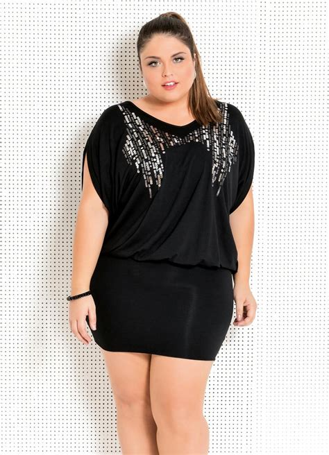 plus size vestido plus size preto bordados no decote quintess