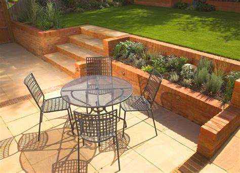 sloping garden design ideas uk 1000 ideas about small front yard landscaping on