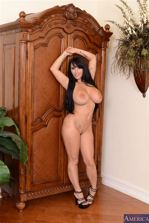Woman With Big Tits Is Getting Naked Photos Holly Halston