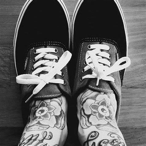 tatuaggi fiori sul piede tatuaggi sui piedi per uomo foto gaytv