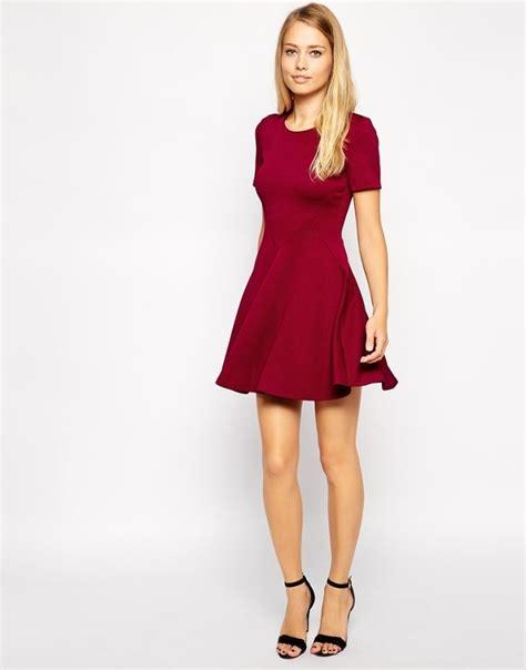 dunkelrotes kleid festliche mode ideen  rote kleider