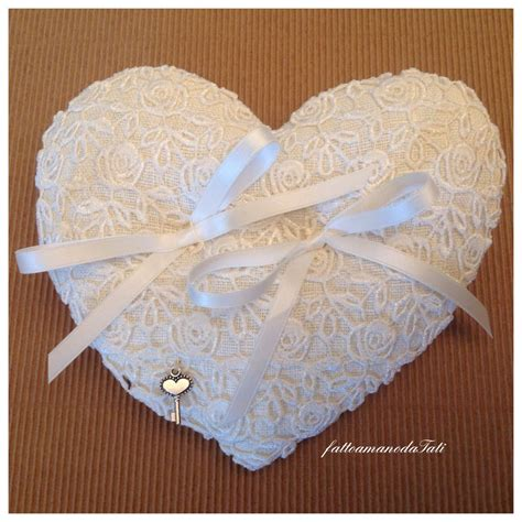 cuscini fedi cuscino per fedi in lino bianco e pizzo a forma di cuore