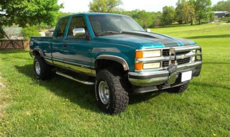 find   chevy    lifted pickup truck  harrisonville missouri united states
