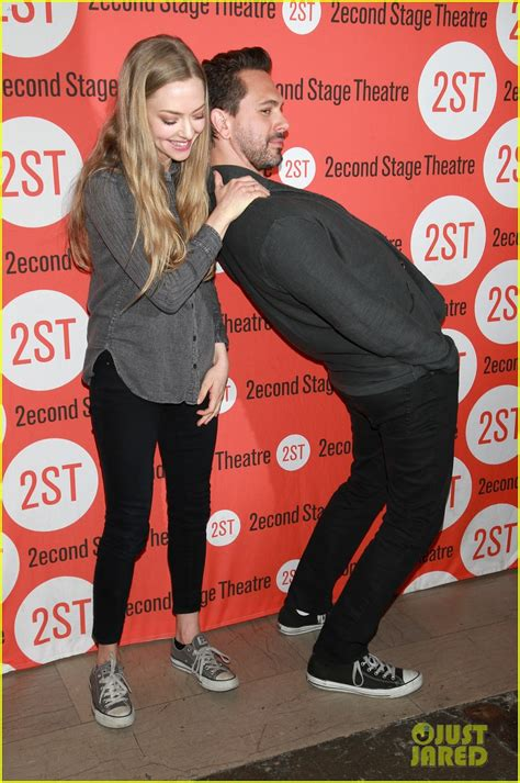 amanda seyfried baby picture amanda seyfried is pregnant expecting baby with thomas