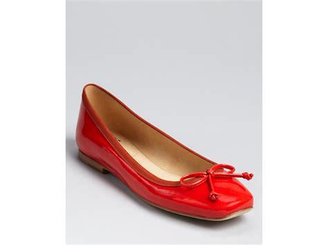 stuart weitzman flat shoes stuart weitzman flats shoestring in adobe lyst