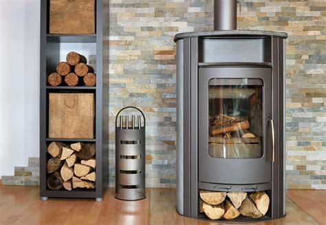 heizen ohne kamin brennholz f 252 r kaminofen spalten mit holzspalter oder axt