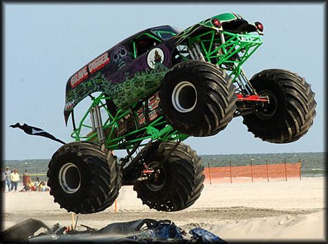 grave digger monster truck wallpaper grave digger 30th wallpaper www imgkid com the image