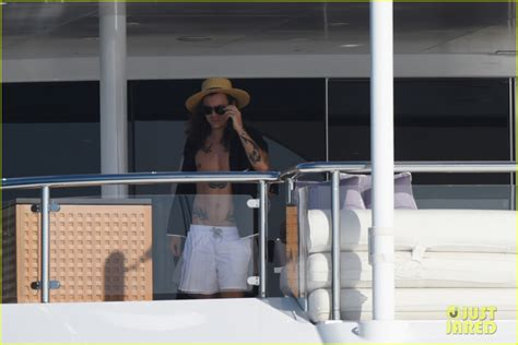 harry styles tattoo for kendall jenner kendall jenner snaps pictures of harry styles aboard yacht