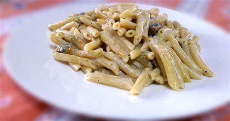 ricette primi piatti con fiori di zucca pasta con fiori di zucca e funghi porcini sapori lucani