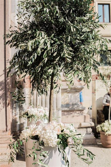 fiori di olivo le 25 migliori idee su fiori per la chiesa da matrimonio
