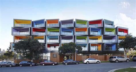cuando la fachada es geometrica  tiene color spectrum ovacen