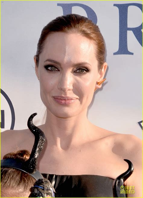 angelina jolie biography in spanish la maleficunt premier page 9 female first forum
