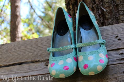 spray paint your shoes my on the divide polka dot shoe refashion
