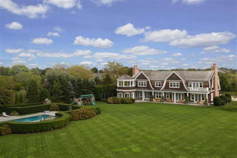 Backyard Guest House by Jennifer Lopez Buys 10 Million Mansion In The Hamptons