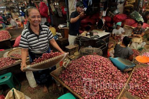 Kerang Di Pasar Kramat Jati pedagang bawang di pasar induk kramat jati foto 6 463051