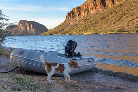 boat marina canyon lake dolly steamboat gliding through the arizona desert on