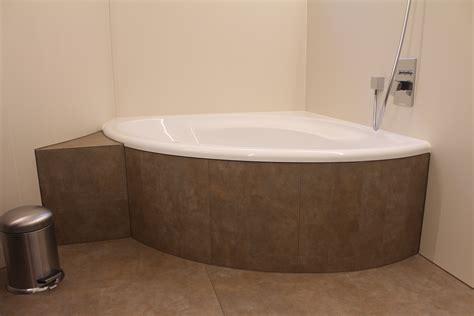 keramikfliesen badezimmer grossformatige keramikfliesen in bad und dusche