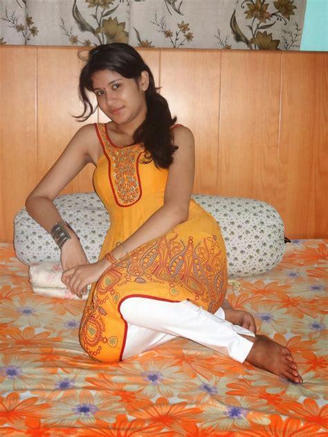 village bedroom sex hot cleavage real life bhabhis spicy aunties deep cleavage