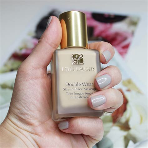 Estee Lauder Liquid Foundation concealing blemishes with estee lauder wear stay in