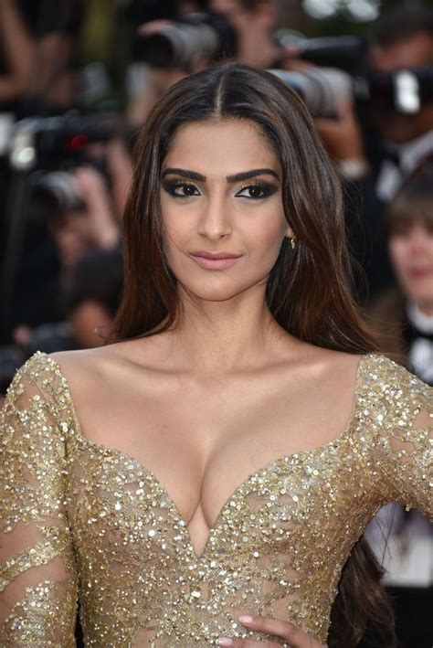 sonam kapoor sexiest cleavage show in elie saab couture at
