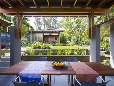 Sabut Kelapa By San House hunian nyaman dengan taman dan kebun indonesia housing