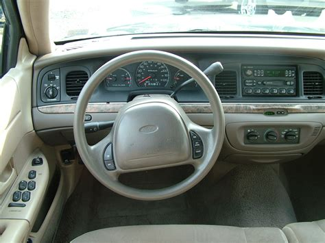 Ford Crown Interior by 1999 Ford Crown Pictures Cargurus