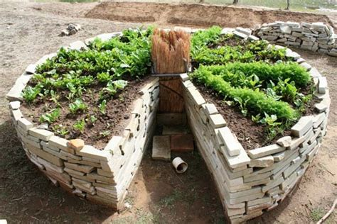 Keyhole Garden by Keyhole Vermicompost Gardens And Bag Gardens