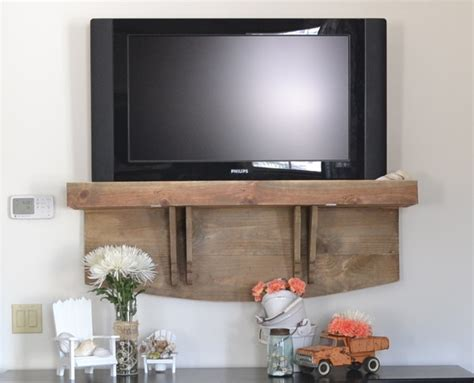 how s your tv hanging country design style