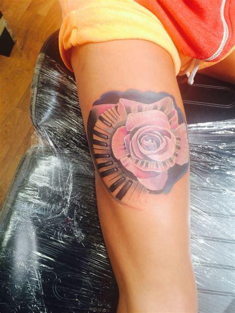 roses tattoo on leg best 25 flower leg tattoos ideas on anchor