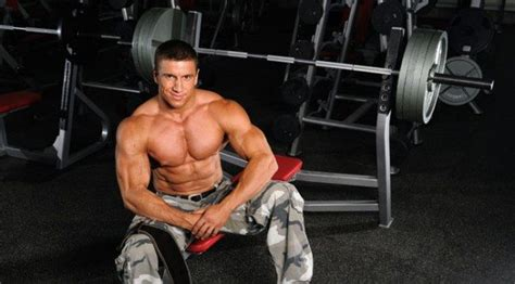 tips for benching how to bench press like a pro maxedmuscle com