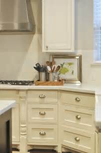 Creamy White Kitchen Cabinets by White Shaker Cabinets Design Ideas