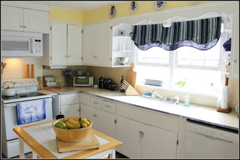 blue and yellow kitchen kitchen ideas pinterest yellow kitchens french baguette and kitchens