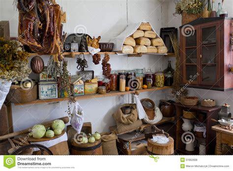 speisekammer inhalt speisekammer in einem alten haus im land stockfoto bild
