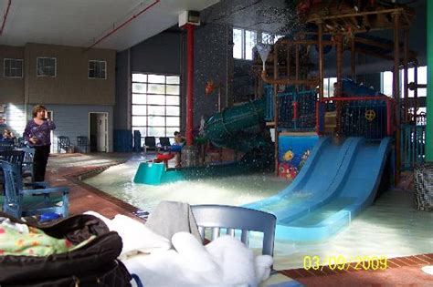 comfort suites mackinaw city waterpark picture of crown choice inn suites lakeview