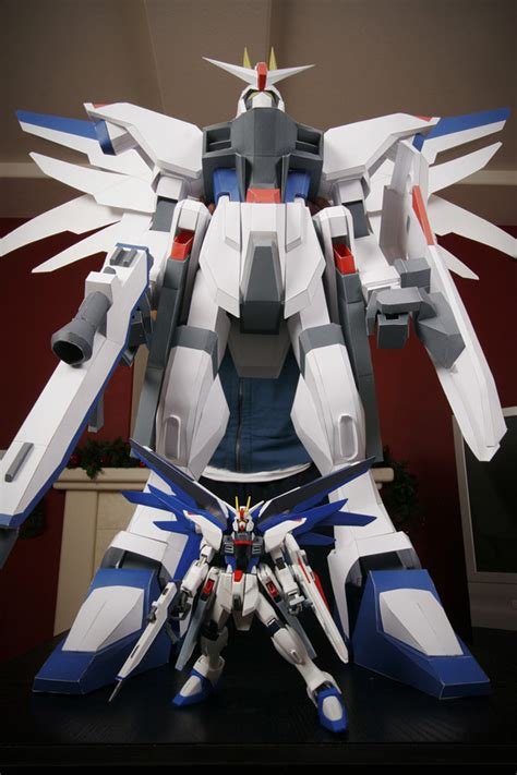 The making of Freedom Gundam 4 Foot Papercraft