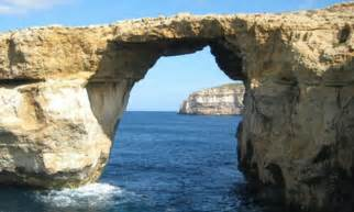 azure window fall azure window 180 rock arch falls into malta sea daily mail