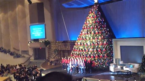 singing christmas tree broadway church vancouver 2