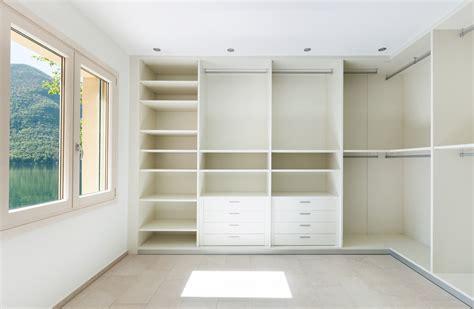 kleiderschrank aufräumen deko idee wohnzimmer eiche bianco