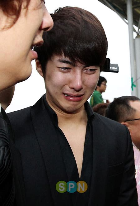 so ji sub và park yong ha tang lễ đầy nước mắt của t 224 i tử park yong ha