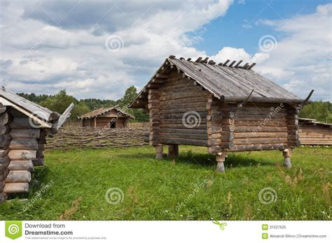 casas rusas casa de madera rusa tradicional antigua foto de archivo