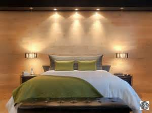 cevelle chambre avec mur en bois