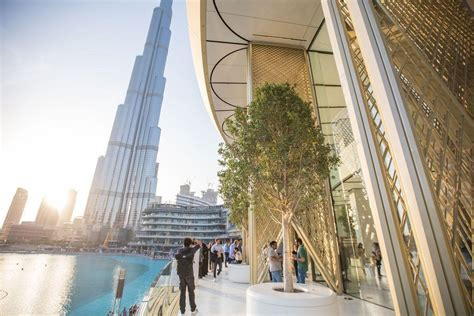 apple dubai in pictures new apple store in dubai features kinetic