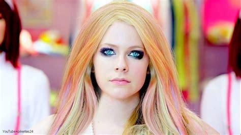 Avrils New New Look by Avril Lavigne Wallpaper Hallo By Pikerfan On Deviantart