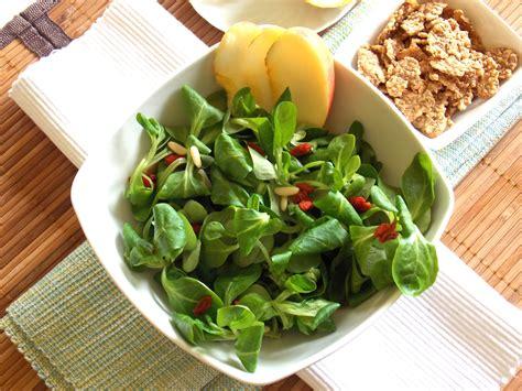 lade di sale controindicazioni insalata con songino goji mele e cereali