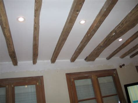 Isolation Plafond Entre Poutres Apparentes by Enl 232 Vement Faux Plafond Poutres Apparentes Fermacell